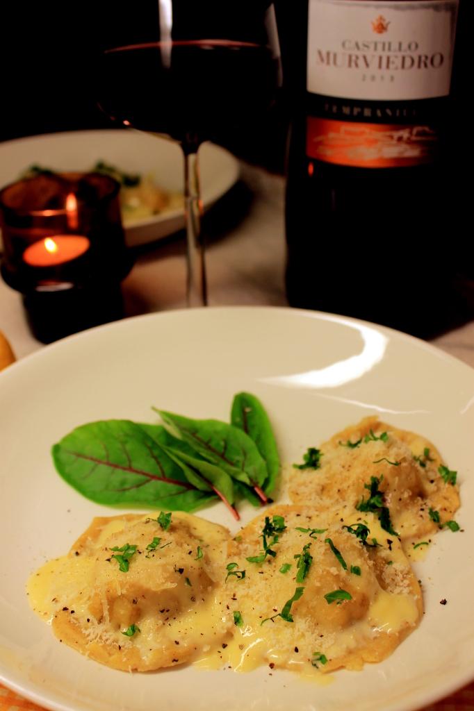 Maissiravioleita ja pasta viiniä