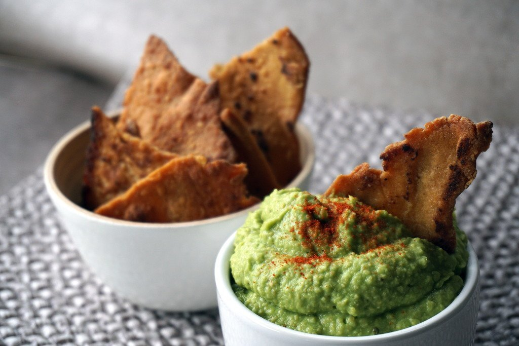 Kvinoasipsit ja avokadohummus