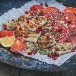 veriappelsiini-halloumi salaatti